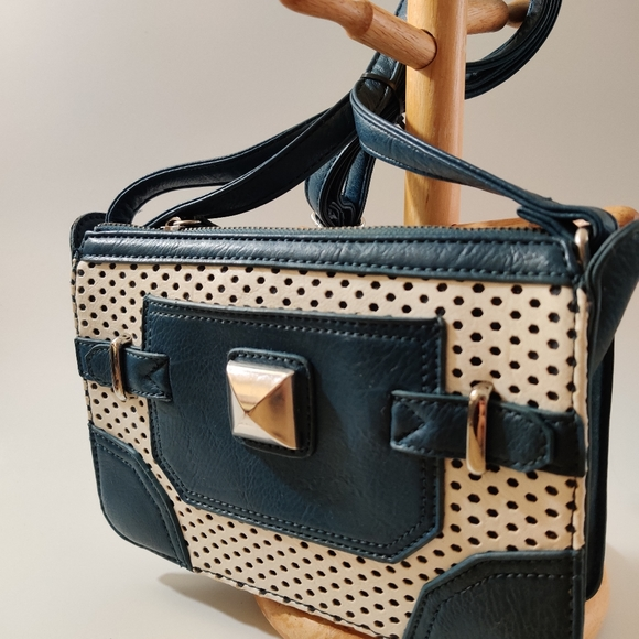 Charming Charlie Vintage Style Blue and White Bag